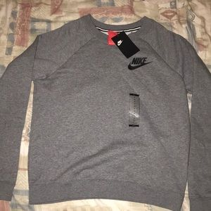 SOLD ‼️ NIKE Women's Crewneck